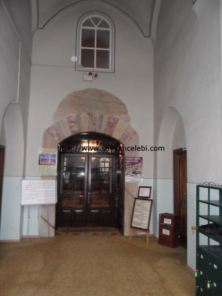 Gazi Orhan Cami Giriş Kapısı