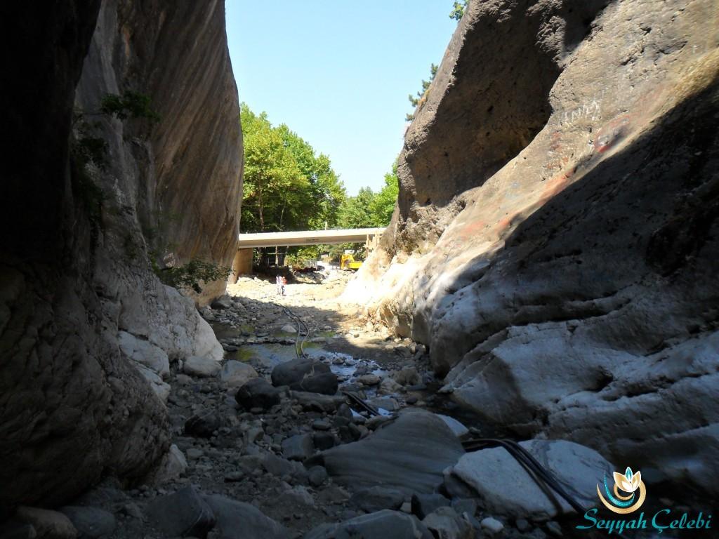 Saitabat Şelalesi Köprüsü