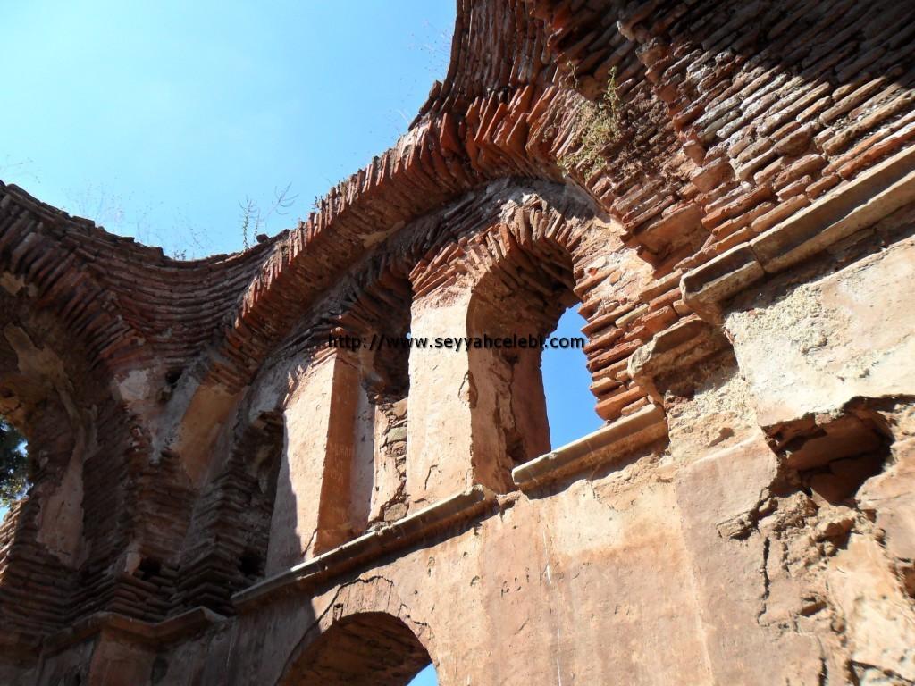 Hagios Aberkios Manastırı Kemer Kalıntıları