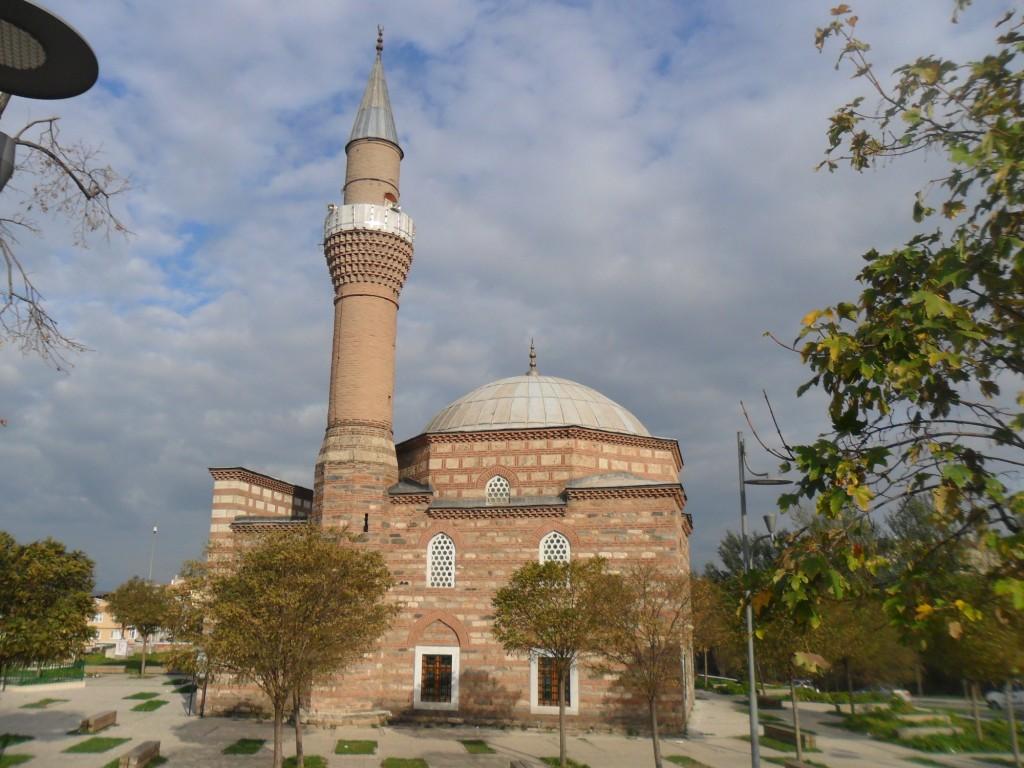 Hatice İsfendiyar Sultan Cami