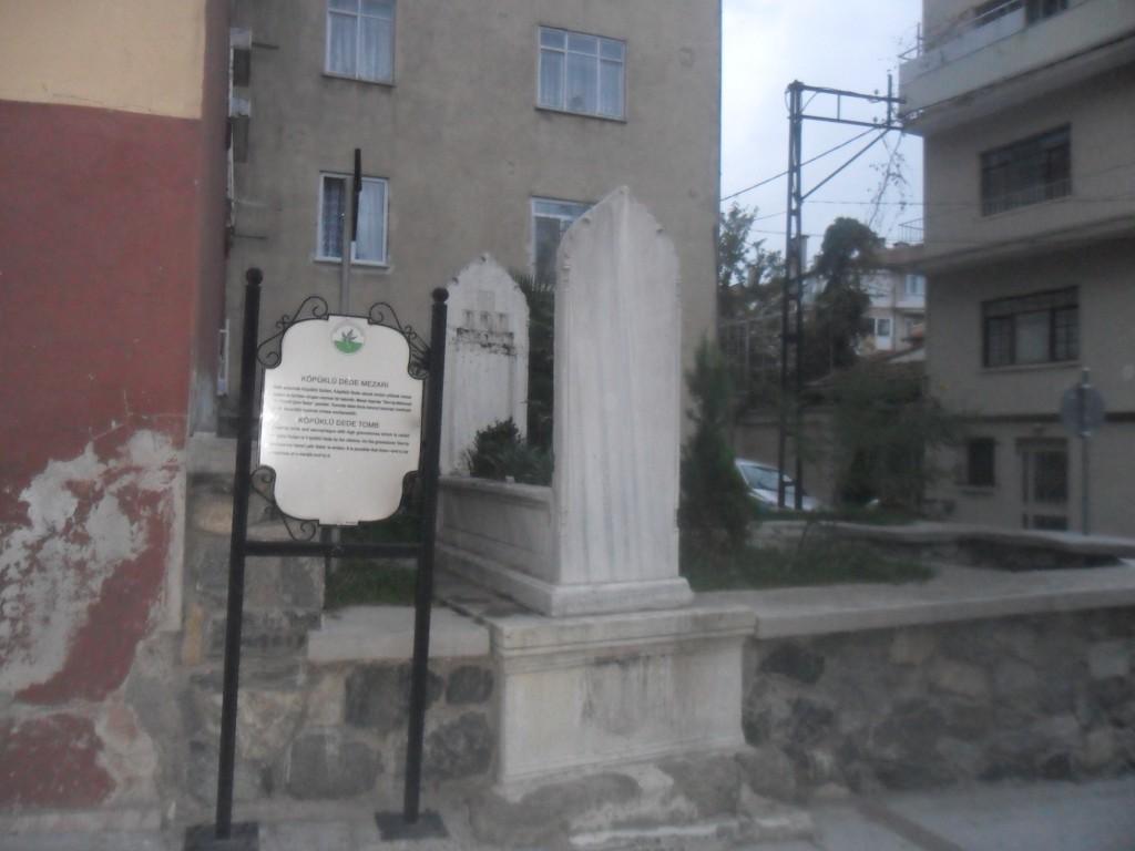 Köpüklü Dede Türbesi Mezarı