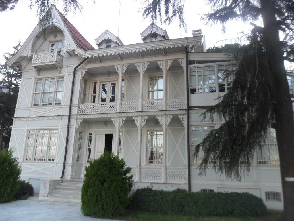 Atatürk Evi Müzesi Önden Çekim