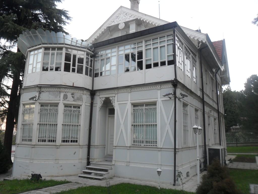Atatürk Evi Müzesi Yandan
