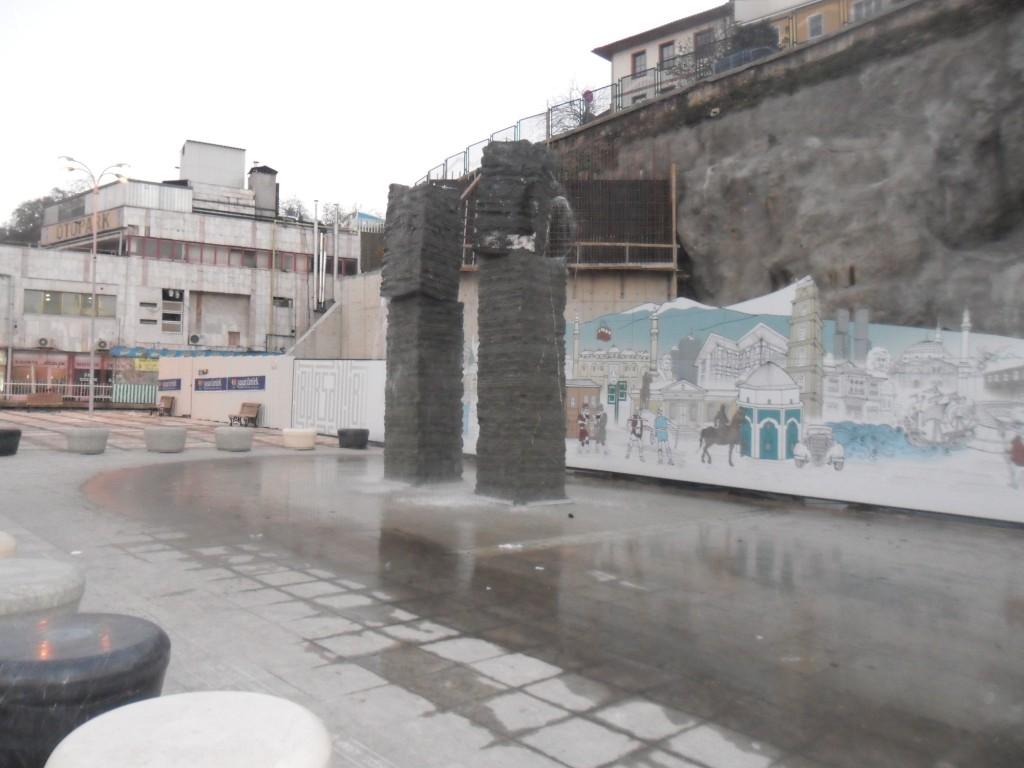 Yüzen Taşlar Heykeli - Bursa