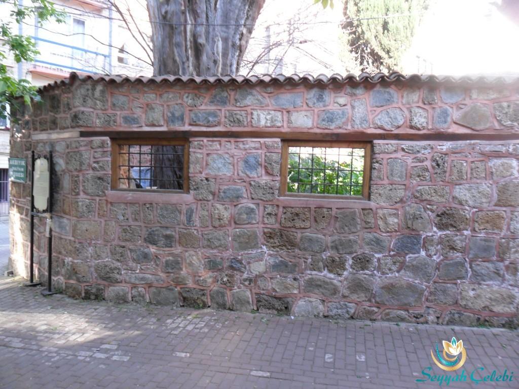 Akbıyık Sultan Türbesi Duvar