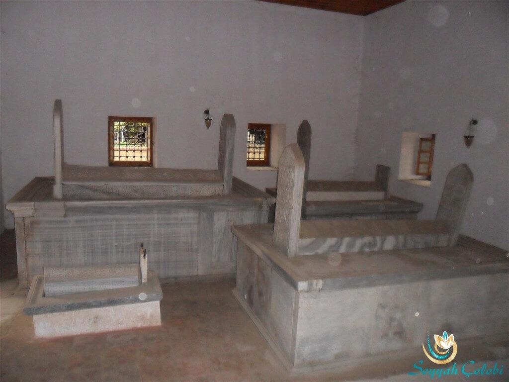 Çandarlı İbrahim Paşa Türbesi Mezarlar