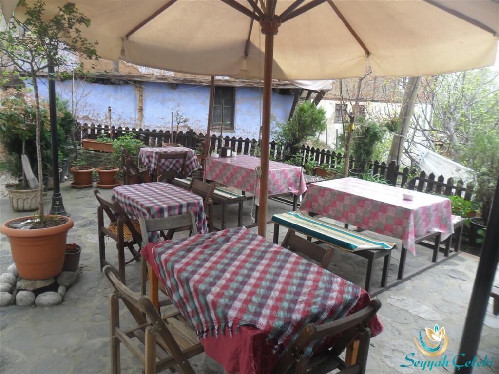 Narlı Bahçe Köy Kahvaltısı Bahçede