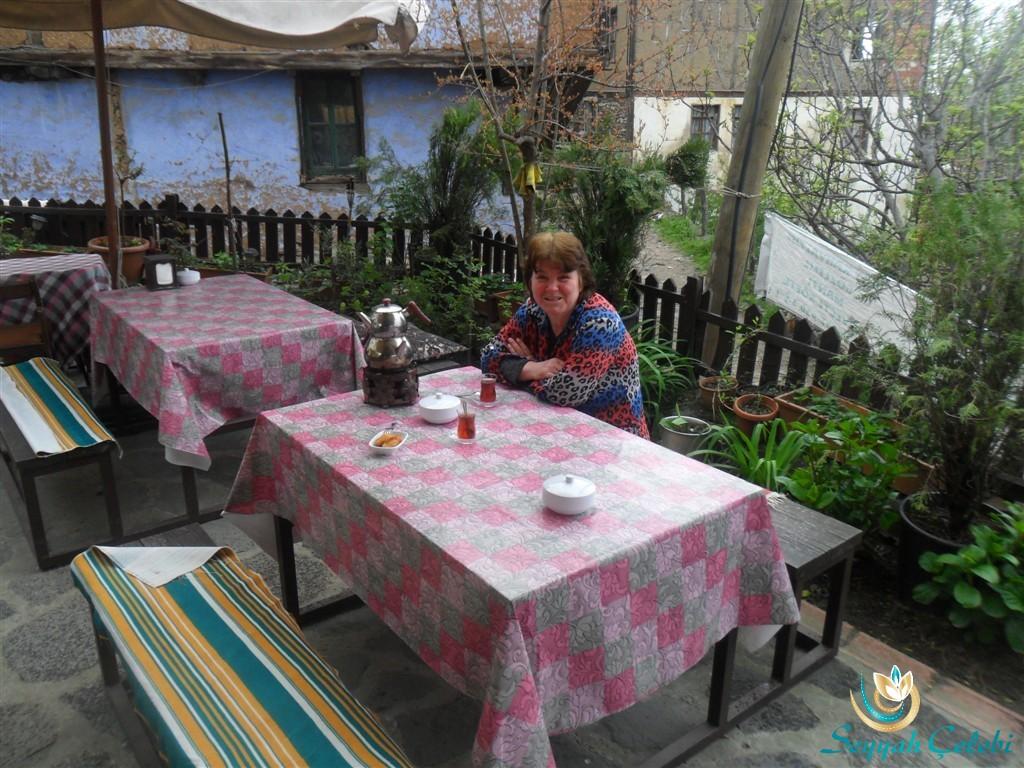 Narlı Bahçe Sahibesi Nevin Hanım