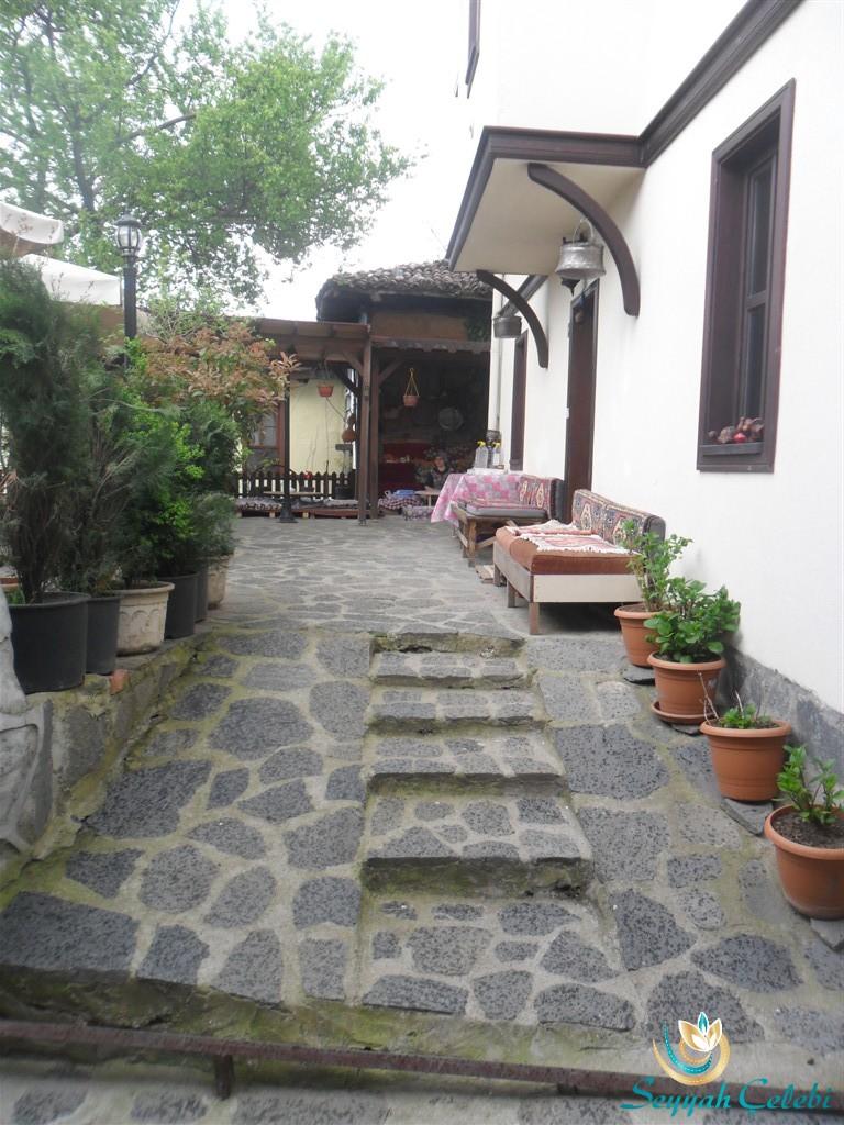 Narlı Bahçe Taş Merdivenler