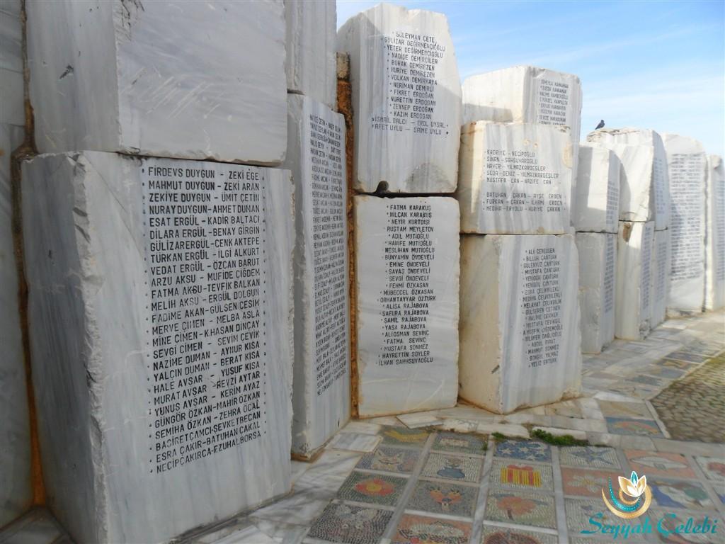 Yalova Deprem Anıtı Yitirilen İsimler