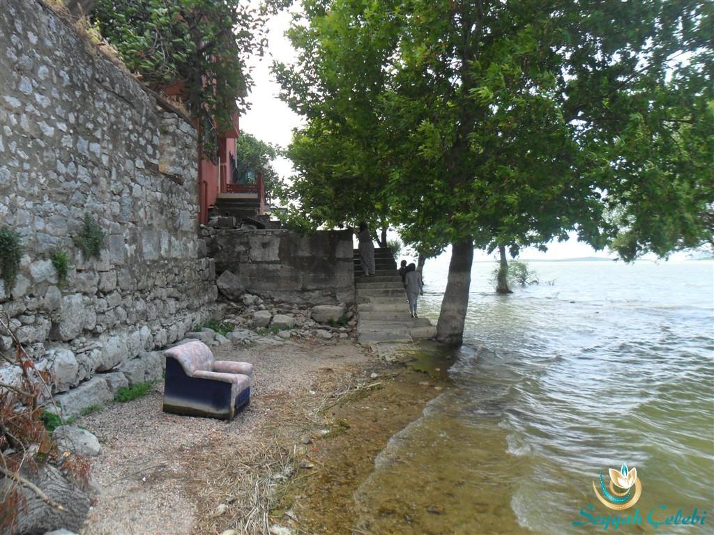 Gölyazı Göl Kıyısı Evleri
