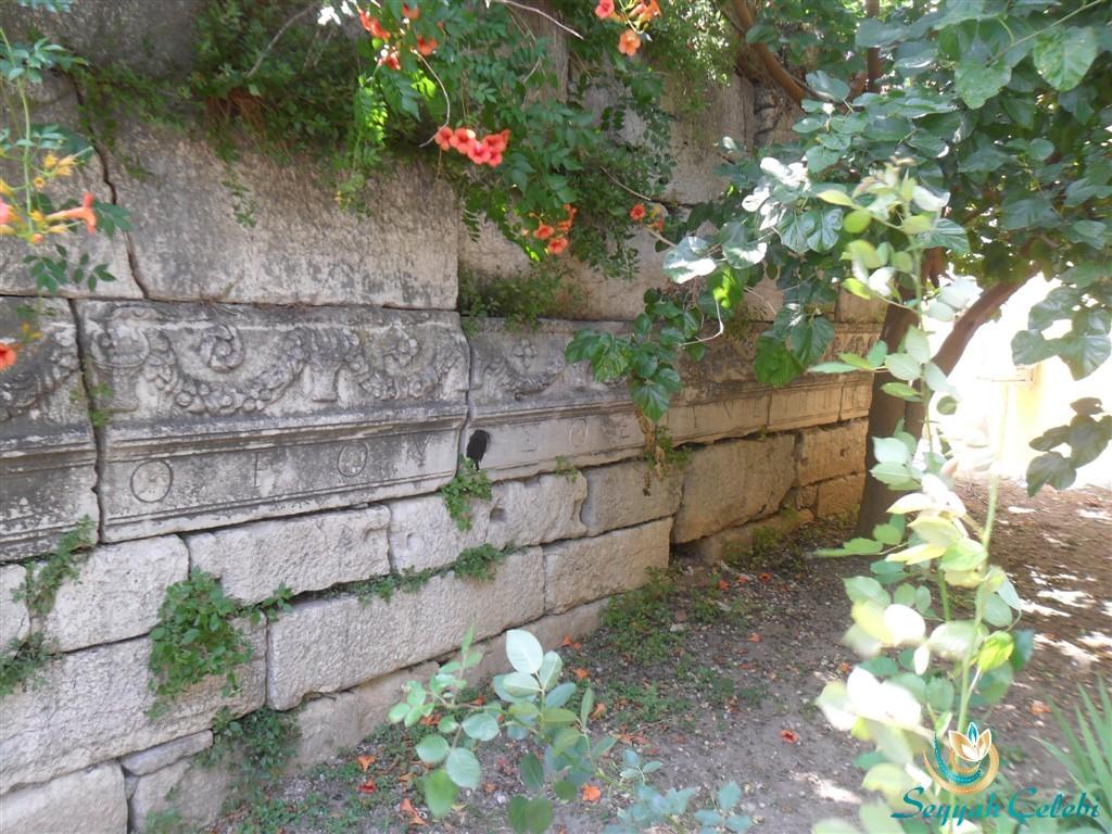 Gölyazı Tarihi Motifli Yazılı Taşlar