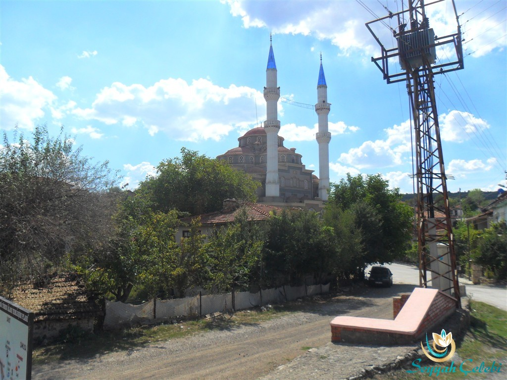 Domaniç Çarşamba Köyü Cami Hayme Ana Türbe Karşısı