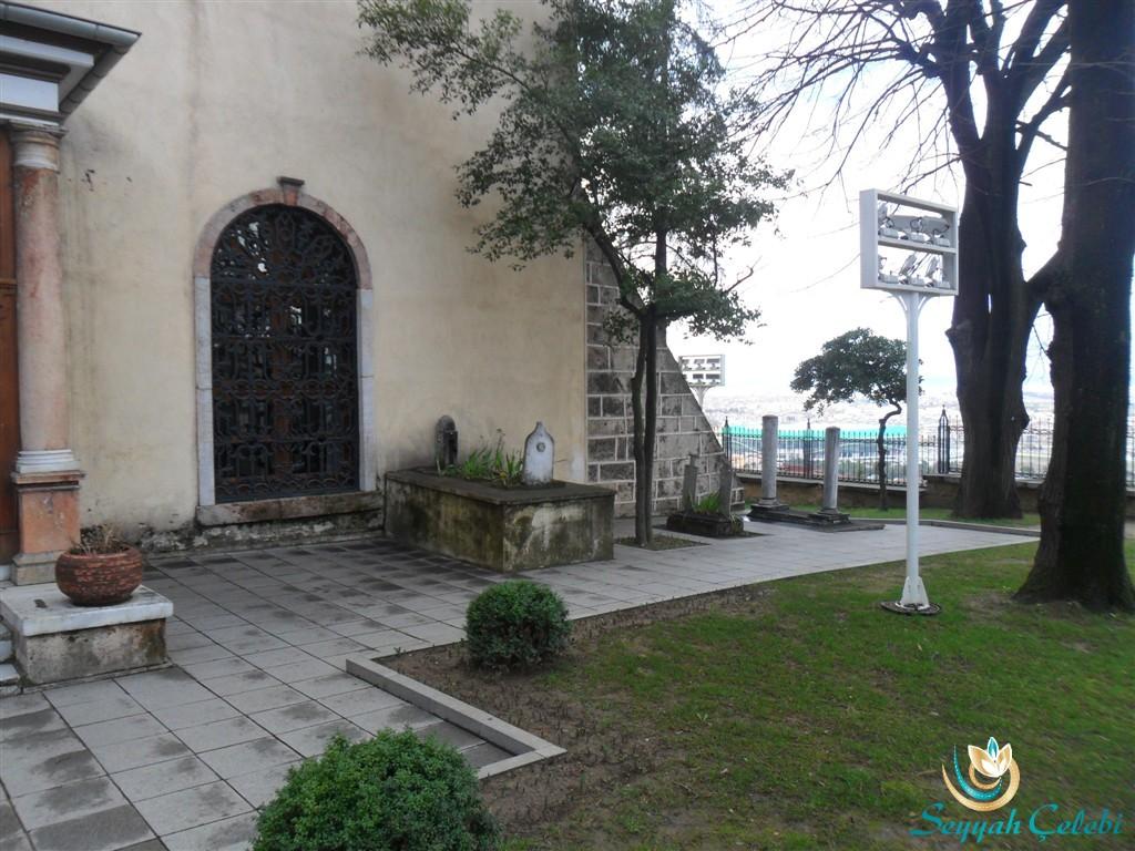 I.Murad Türbesi Giriş Mezarları