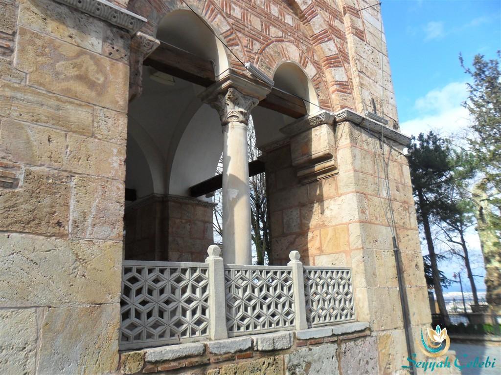 I. Murad Cami Sütun