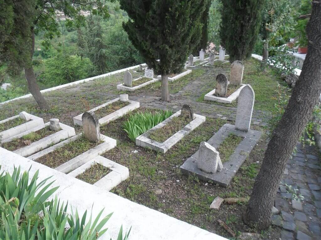 Şeyh Edebali Türbesi Mezarlar